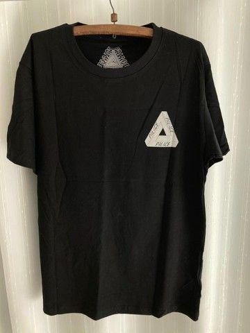 Camiseta Palace Logo Refletivo Tee (SS21) Branca - Foto 4