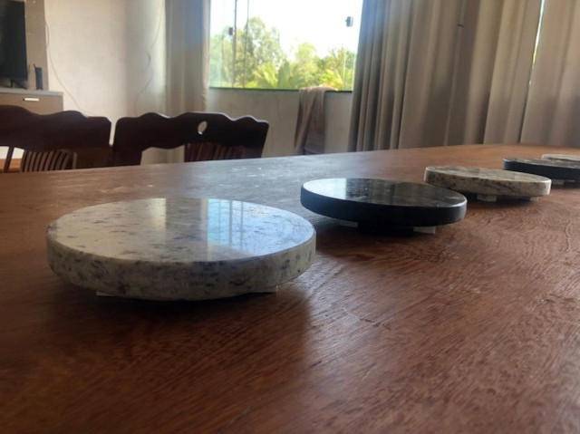 Sousplat em granito para mesa