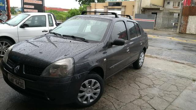 Clio sedan 2005 1.0 placa A lacrado torrando