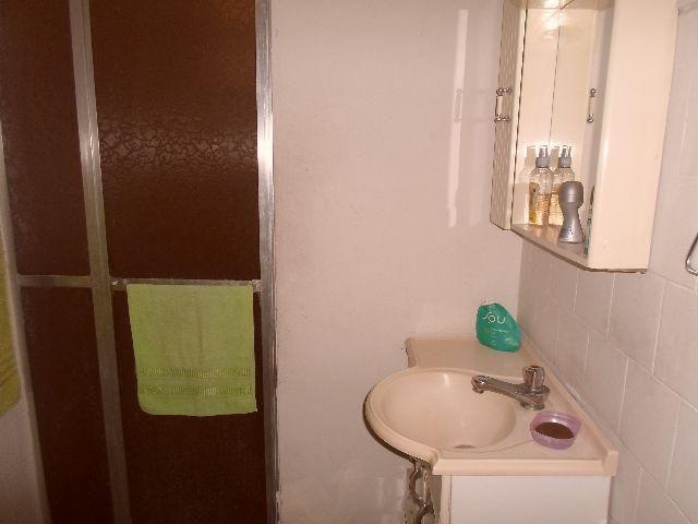 Vaz Lobo - Bom Apartamento de Fundos - 2 Quartos