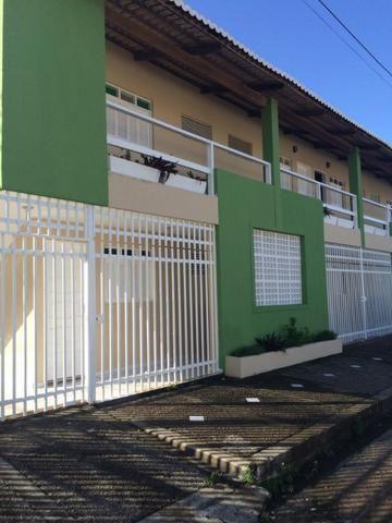 O apartamento está localizado no bairro Neópolis possui 30