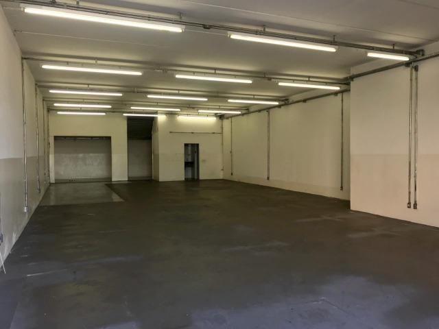 Excelente galpão com 654 m2 AC, excelente ponto comercial e industrial - Foto 2