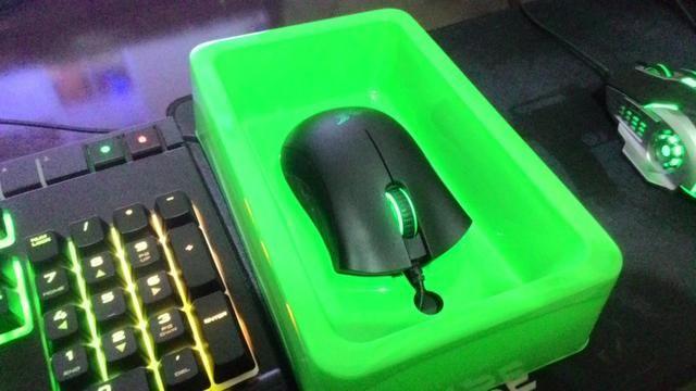 Teclado Corsair Strafe RGB + Mouse Razer Deathadder 2013