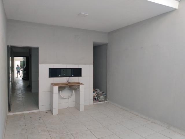 Casa tipo duplex 2 suítes, varandão, garagem coberta com cisterna e quintal Gigante - Foto 8