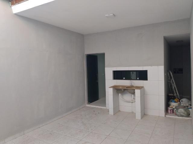 Casa tipo duplex 2 suítes, varandão, garagem coberta com cisterna e quintal Gigante - Foto 9