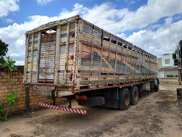 Vendo ou troco Caminhão boiadeiro - Foto 4
