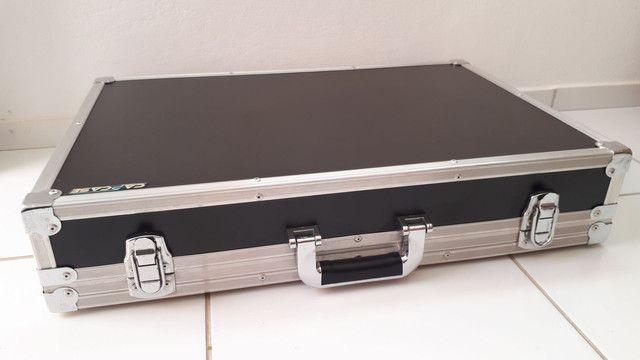 Vendo itens para pedais conservado (Fonte / Cabos de ligação / Case) - Foto 5