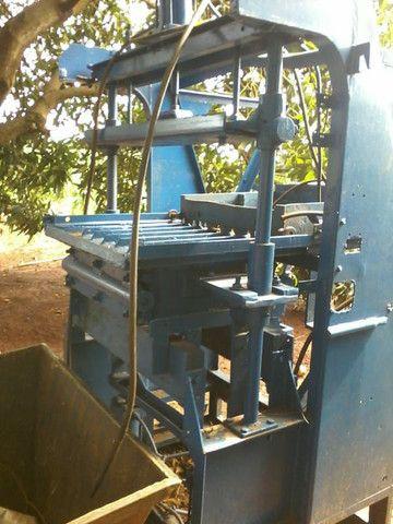 Máquina pneumática  para artefatos de cimento, blocos , pavers, sextavados - Foto 6