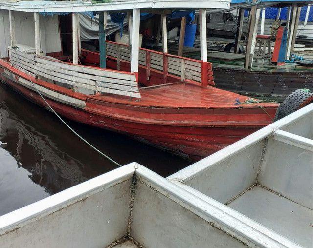 Vendo ou troco esse barco ele está sem máquina  - Foto 2