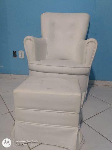 Cadeira de Amamentação com Puff