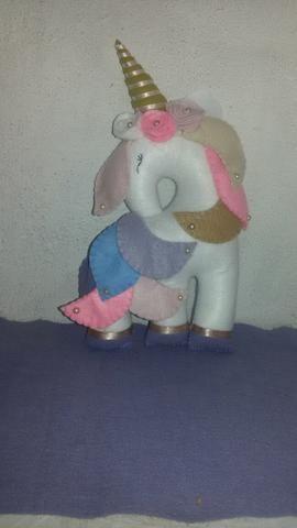 Unicornio de feltro 23 cm