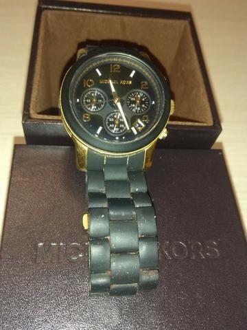 d81e78d9b028f Relógio Michael Kors feminino mod. MK5191 Runway - Preto e Dourado ...