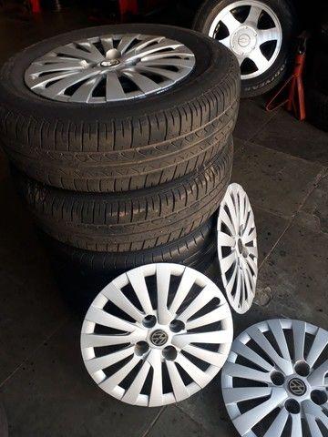 Jogo de roda de ferro da Volkswagen com pneus mais de meia vida  - Foto 4