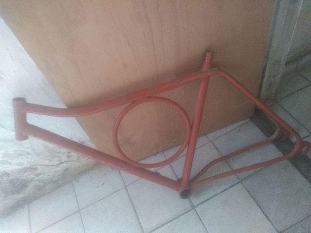 Quadro de bicicleta Monark seminovo - Foto 2