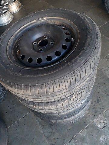 Jogo de roda de ferro da Volkswagen com pneus mais de meia vida  - Foto 3