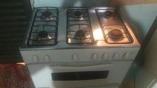 Vendo fogão 6 bocas...  funciona tudo. R$ 150,00 somente não entrego   - Foto 2