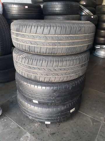 Jogo de roda de ferro da Volkswagen com pneus mais de meia vida