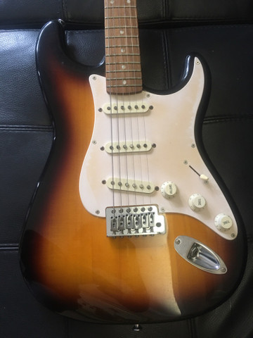 Fender Squier bullet strat - Foto 2