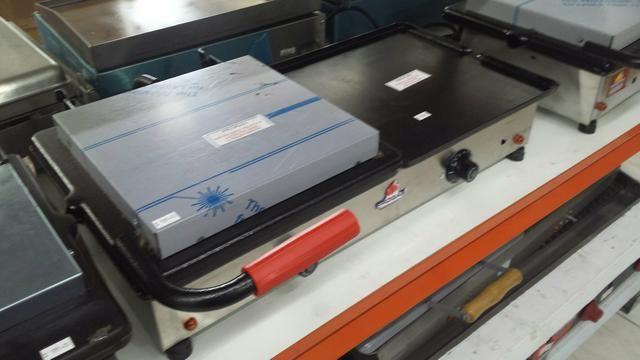 Chapa de 70 cm elétrica com prensa para lanche temperatura e te 300 graus