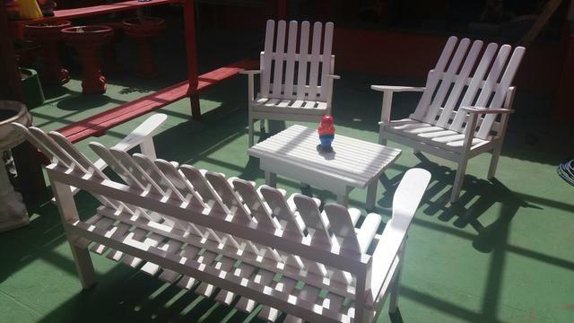 Vende-se jogo de cadeira e mesinha de madeira. 500,00