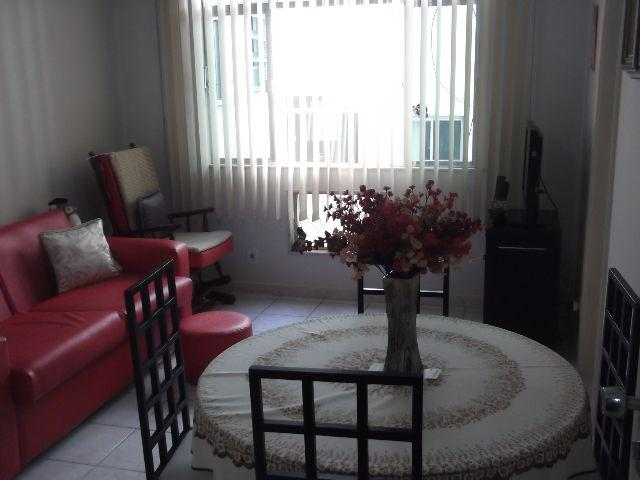 Apartamento 02 quartos, boa sala e cozinha com armários. aceita carta. Praia da Bandeira