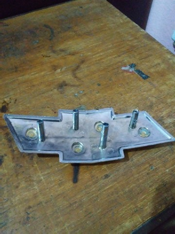Sigla da grade gravata Chevrolet - Foto 3