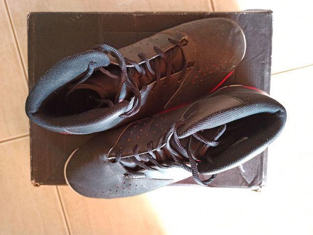 Tênis Adidas vermelho e preto - Foto 2