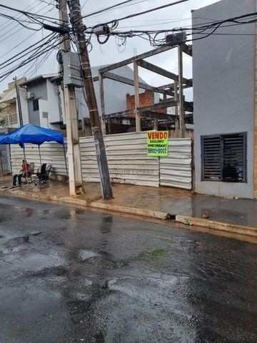 Casa em Cuiabá, 2 Terrenos de 180m2