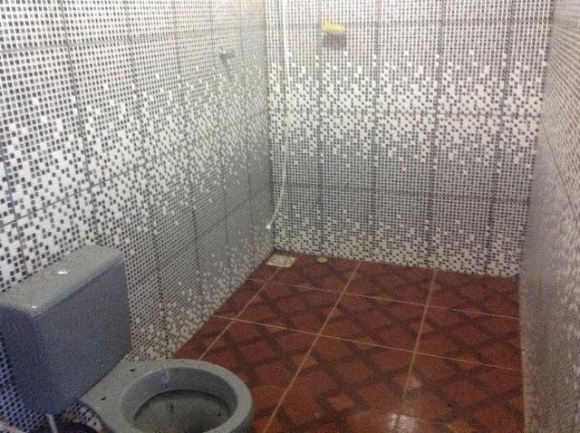 Chácara em caldas toda cercada,casa 3 dormitórios,quiosque,rio pirapitinga,poço de peixe - Foto 15