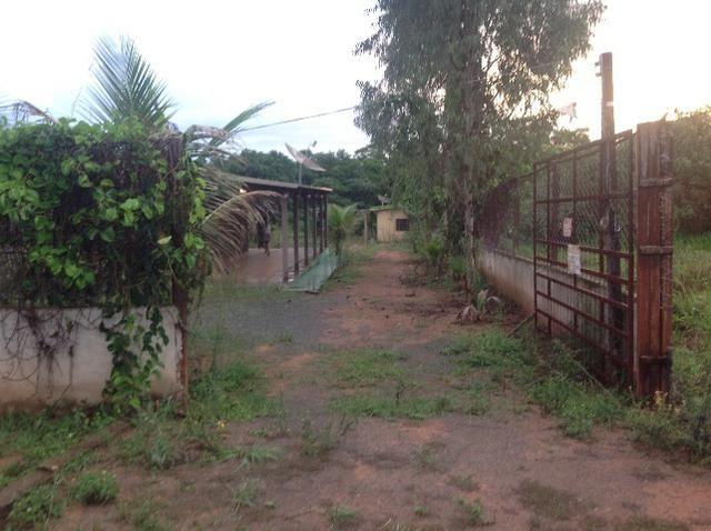 Chácara em caldas toda cercada,casa 3 dormitórios,quiosque,rio pirapitinga,poço de peixe - Foto 3