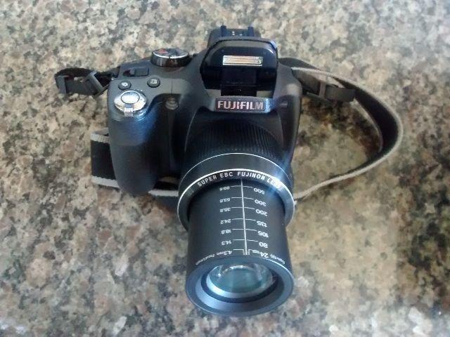Câmera semi profissional FiljiFilm FinePix SL300 14 Mega Pixels