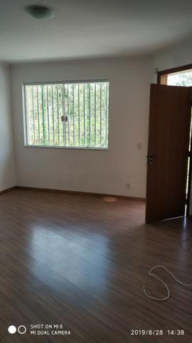 Kitnets com cômodo amplo para dois ambientes (sala e quarto), cozinha com gabinete - Foto 4