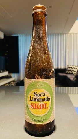 Garrafa antiga refrigerante soda limonada Skol