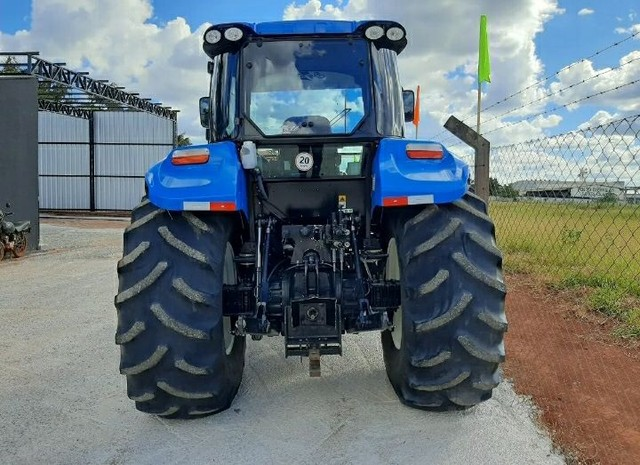 Trator New Holland - Foto 3