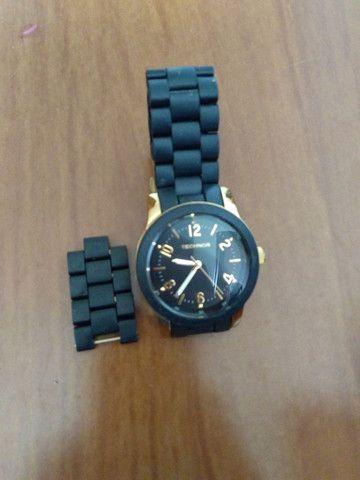 Relógio TECHNOS feminino preto e dourado