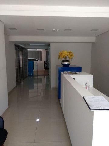 Aluga apt. próximo da U.E.M. com suite mais um quarto, garagem e elevador - Foto 4
