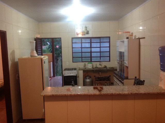 Chácara em caldas toda cercada,casa 3 dormitórios,quiosque,rio pirapitinga,poço de peixe - Foto 13