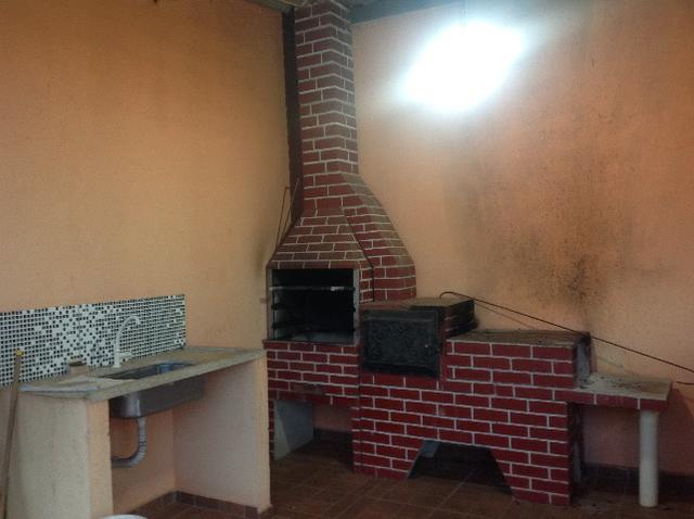 Chácara em caldas toda cercada,casa 3 dormitórios,quiosque,rio pirapitinga,poço de peixe - Foto 7