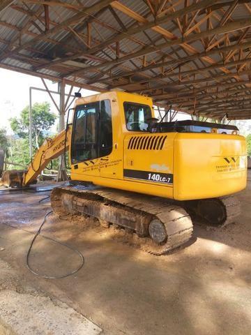 Escavadeira Hyundai 140 - Foto 2