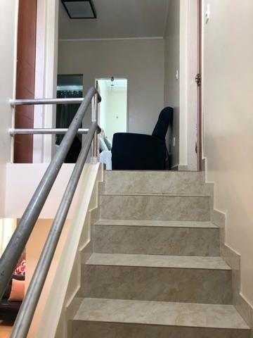 100% Mobiliado Cond. Dalva Toledo Casa Duplex 230m² c/ 04suítes no PQ das Laranjeiras - Foto 4