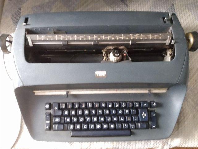 Máquina de Escrever IBM 72 Elétrica - Foto 2