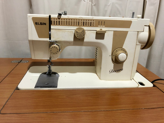 Máquina de costura e bordado Elgin - Foto 2