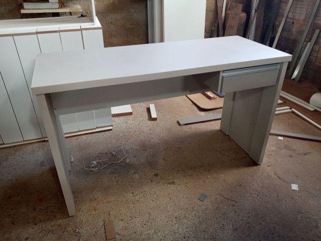 Mesa escrivaninha com gaveta  - Foto 2