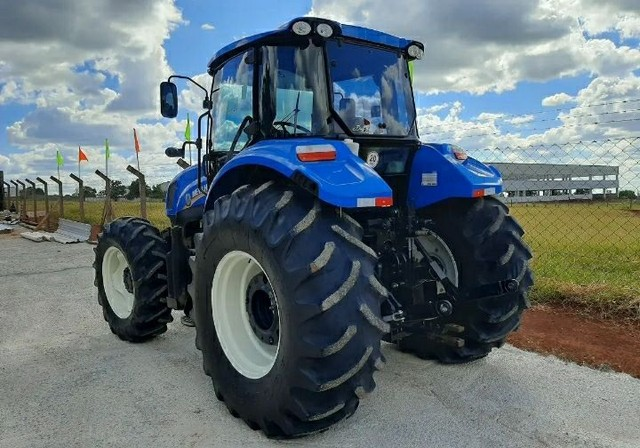 Trator New Holland - Foto 5