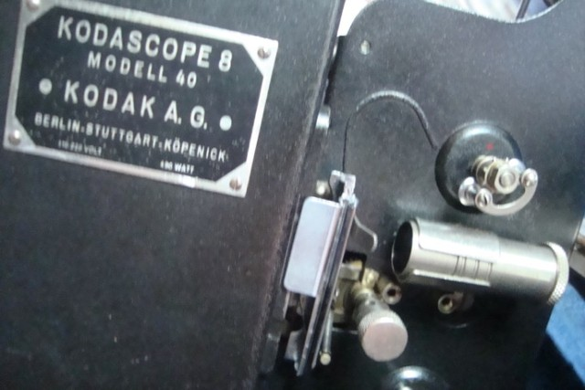 Projetor Antigo Kodakscope 8 Modell 40 Kodak A.G. Com Maleta (Funcionando) - Foto 3