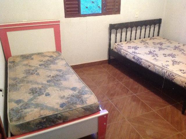 Chácara em caldas toda cercada,casa 3 dormitórios,quiosque,rio pirapitinga,poço de peixe - Foto 16