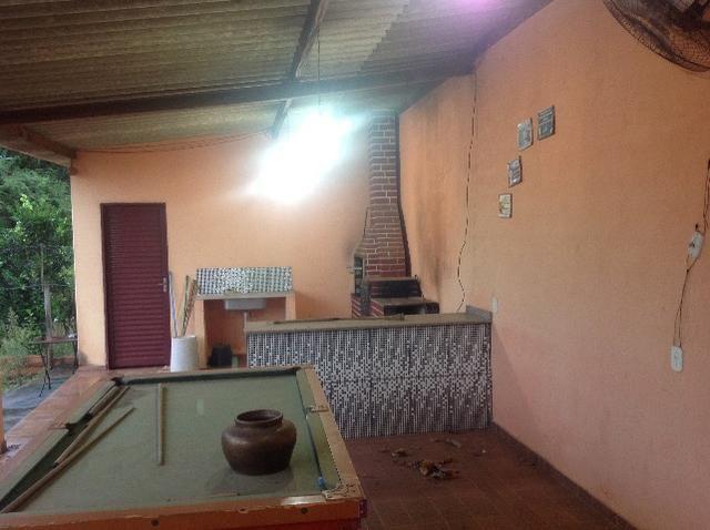 Chácara em caldas toda cercada,casa 3 dormitórios,quiosque,rio pirapitinga,poço de peixe - Foto 5