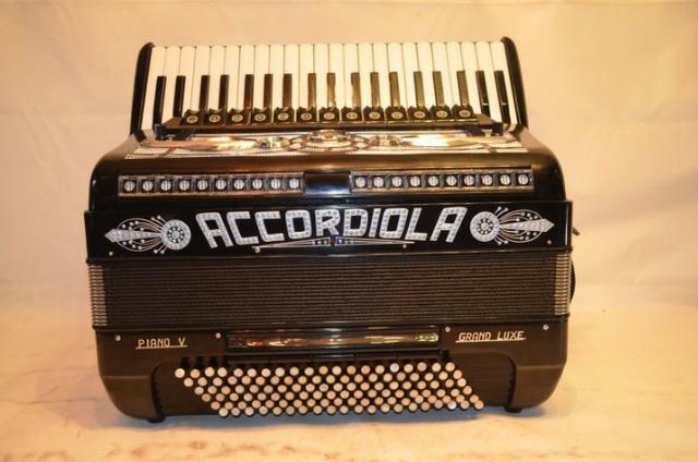 Acordeon accordiola, 120 baixos, mod piano v grand luxe 5ª/5ª voz duplo cassotto - Foto 6