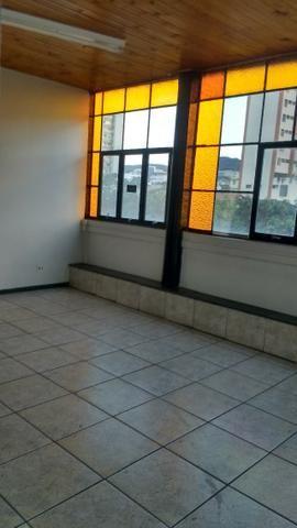Sala 58m2 no bairro Sagrada Família