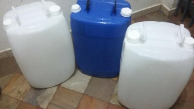 Galões Plástico 50 e 60 Litros Cores Azul e Preto e Incolor